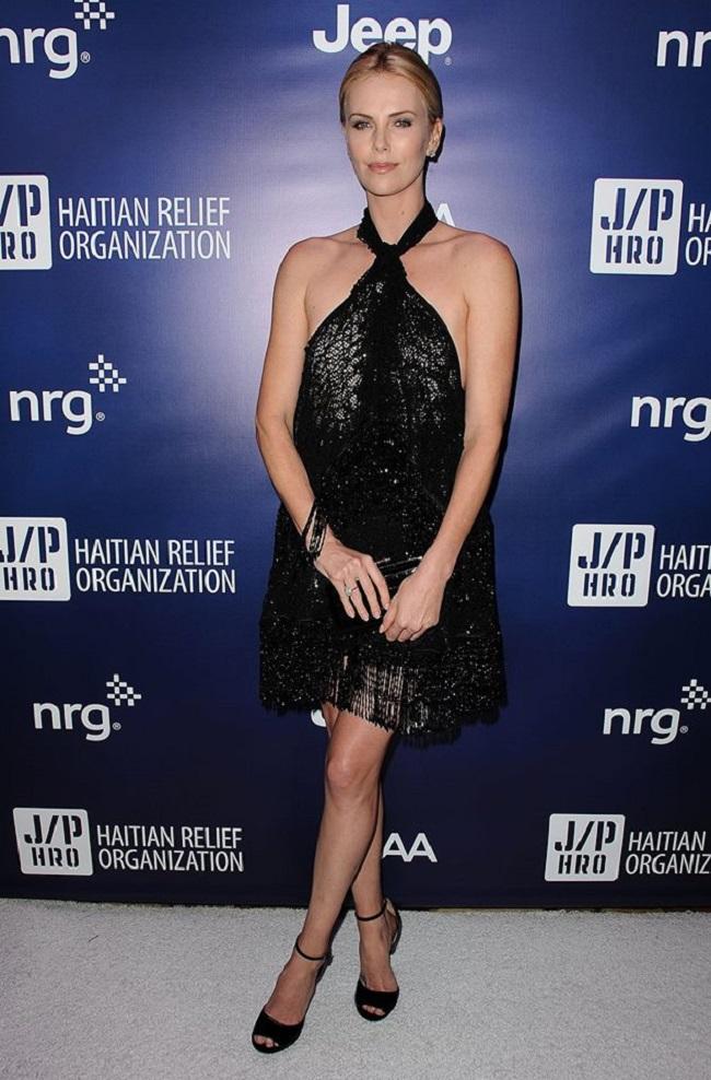 Charlize Theron robe Givenchy gala Haïti