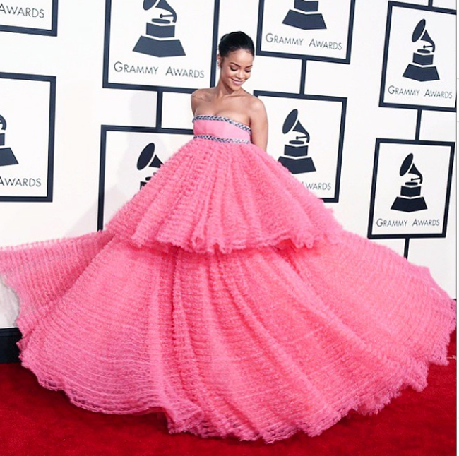 Rihanna en Gianbattista Valli Couture aux Grammy Awards