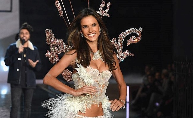fashion-show-victoria-s-secret-2015-alessandra-ambrosio