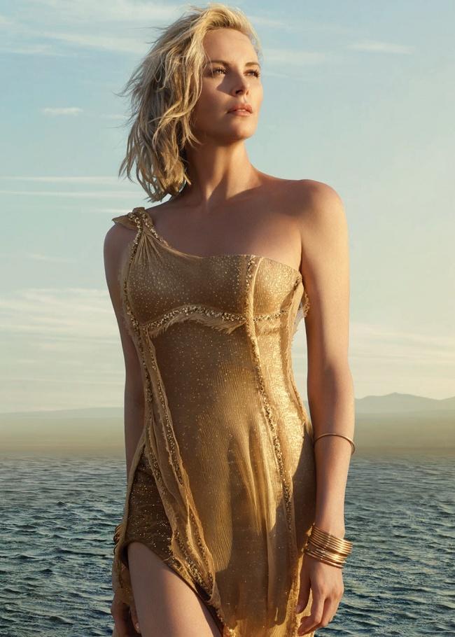 Charlize Theron pour la campagne J'adore 2016 © Dior