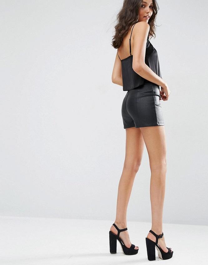 Short cuir sexy